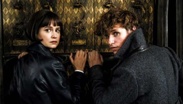 "Movie poster image for ""FANTASTIC BEASTS: THE CRIMES OF GRINDELWALD"""
